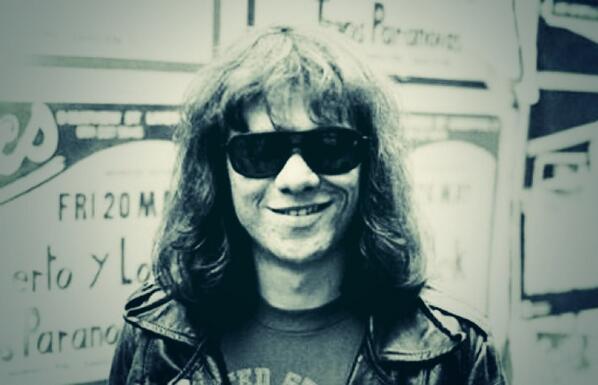 #RockFM Ha muerto TOMMY RAMONE, el primer batería y el último miembro fundador superviviente de los RAMONES... D.E.P. http://t.co/I6Qg3SUDWB