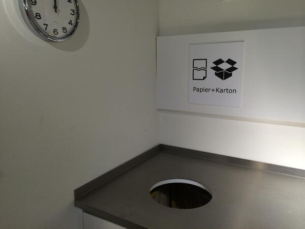 Wer seinen Dropbox-Account löschen will, kann das neu gleich in der IKEA erledigen: http://t.co/CIhqjrEMKT
