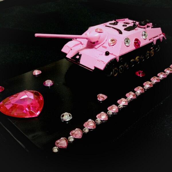 最近中学生の弟がよく戦車の模型作ってるんだが方向性がおかしい http://t.co/5gQJxodvHk