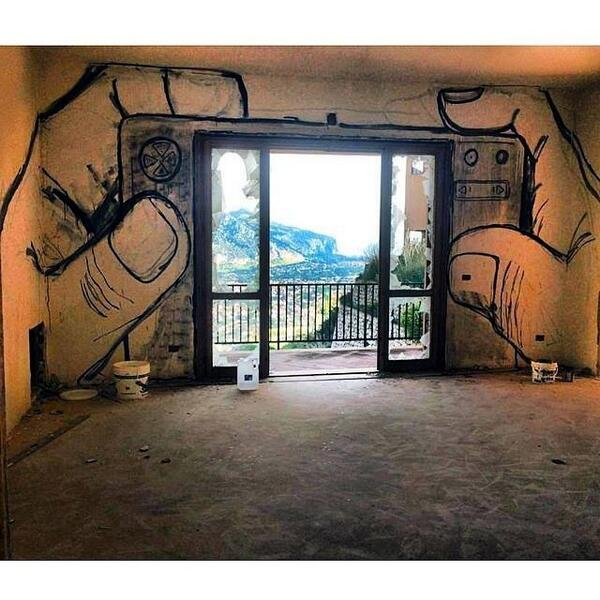 RT @Britanniacomms: Clever Indoor #streetart !  http://t.co/BPg2gN2ohR crt @MajewskiMichal #art #photography #travel #France
