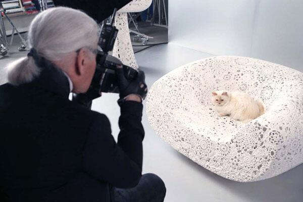 """Weekend beauty reading: @ChoupettesDiary's new makeup line; the """"glamour selfie"""" & more! http://t.co/5UMNWnqm6x http://t.co/0zbvyEEyM8"""