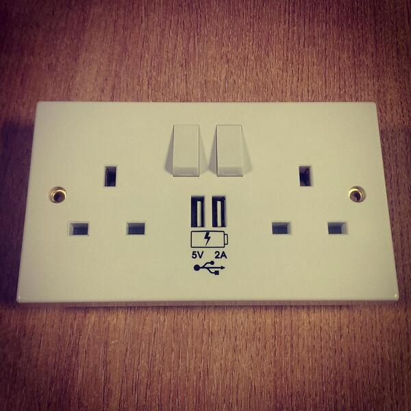 All wall plugs should have USB charger sockets in them! http://t.co/X9EnAJn432 If you agree, please retweet! http://t.co/omTDgegSz3