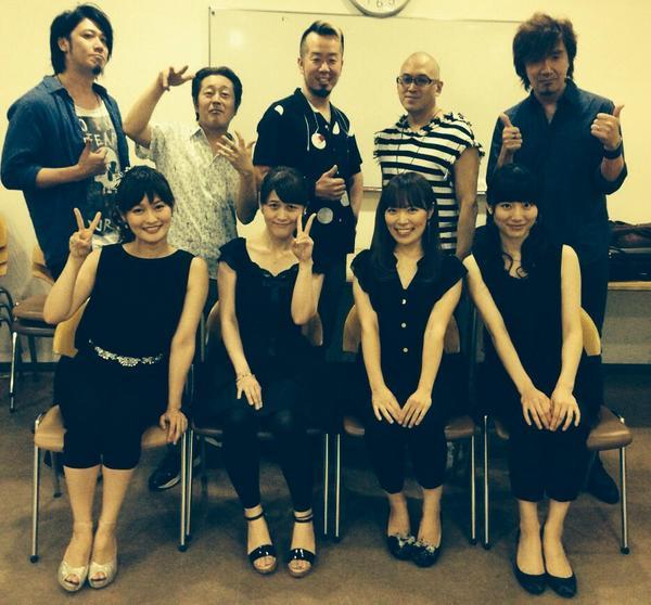 コブクロツアー千秋楽。めちゃくちゃ楽しかった‼︎ そして本番前の素敵な先輩たちと、弦チーム。 最高でした。 ありがとうございました☆ http://t.co/0PrvW5s8EZ