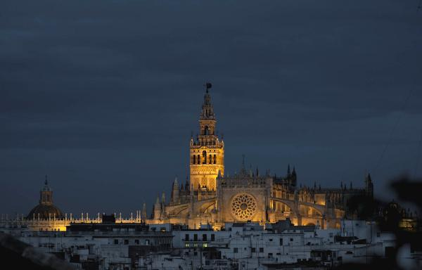 #Sevilla 2ª ciudad del mundo para no perderse en la vida @HuffPostTravel. Vía @europapress_es http://t.co/byNtaGXUBA http://t.co/GDkQdhuxMi