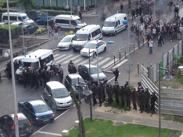 "Horrid ""@jj34: Police is protecting the #Sarcelles synagogue from the mob - could turn violent any minute now http://t.co/wZUOQP4hWS"""
