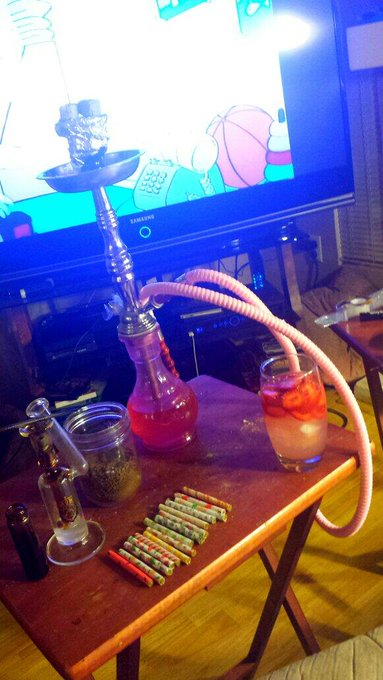 Cartoons #Shisha #dabs #Strawberrylemonade & a selection of #joints #LOVE #HomeLife :) http://t.co/O
