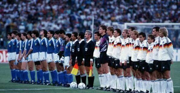 นัดชิงที่เยอรมันสวมเสื้อเหย้า และ อาร์เจนตินาสวมเสื้อเยือน ... อิตาเลีย'90 ที่สตาดิโอ โอลิมปิโก http://t.co/bOW3mzW2Dn