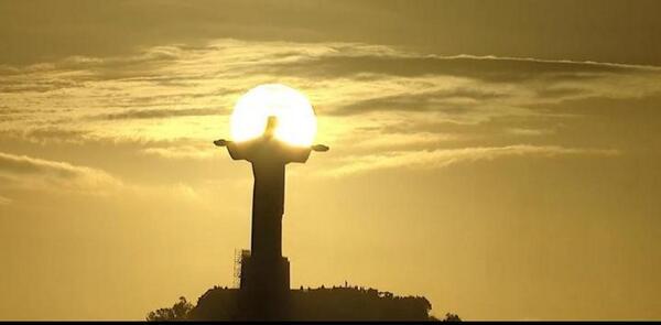 """Esta es la imagen que todos dijeron """"Wao qué toma"""" El cristo Redentor #ClausuraDelMundial #WorldCup2014 http://t.co/6yScR7jWIq"""