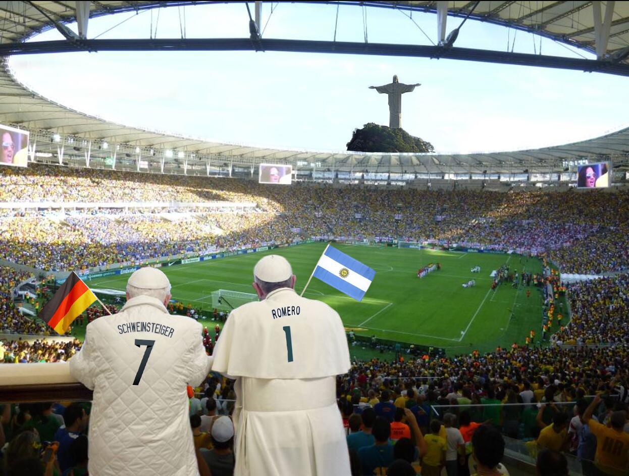 Jetzt im Stadion: die Spielmacher des Teams Vatikan. (Bild von Heiner Ringena) #wm2014 #gerarg http://t.co/rMe1E4023J