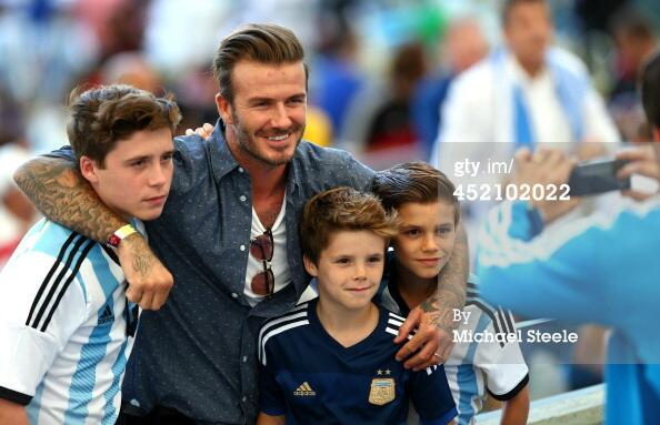No doubt who the Beckhams are supporting tonight. Kids all wearing Argentina shirts! #ARG #GER http://t.co/KYWmroD0Vn