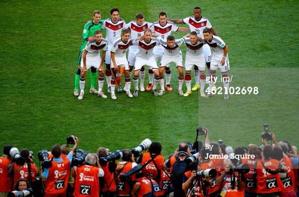 Say cheese! #GER & #ARG line up for the 250+ photographers covering tonight's final. http://t.co/aS7W1BBsvp