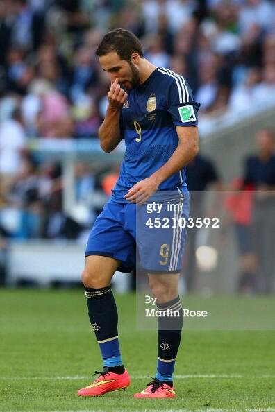 Gonzalo Higuain has had an eventful first half. Missing a great chance then seeing a goal disallowed! #ARG #GER http://t.co/Jnp0sGMnl4