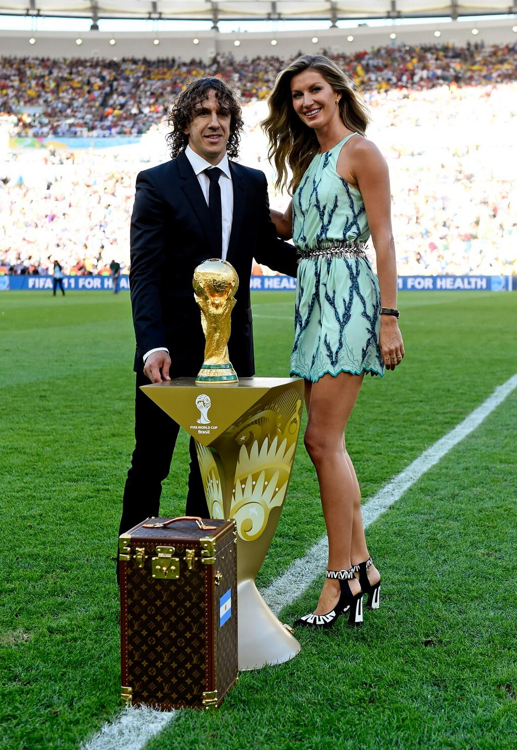 .@GiseleOfficial awaits to present the FIFA #WorldCup trophy housed in the specially designed #LouisVuitton case. http://t.co/Dqrxk8WCBD