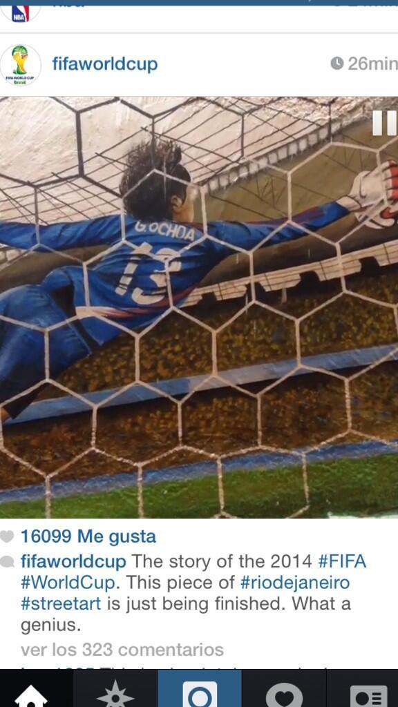 La atajada de @yosoy8a inmortalizada en un mural brasileño que rescata lo más memorable de #Brasil2014 http://t.co/PFj8rHLOEa