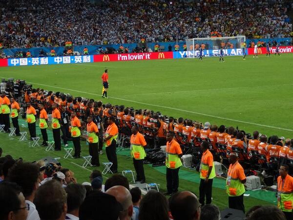 La seguridad atenta en el #GER VS #ARG #ClausuraDelMundial #WorldCupFinal #WorldCup #MundialBrasil2014 http://t.co/xL5XjrOhI4