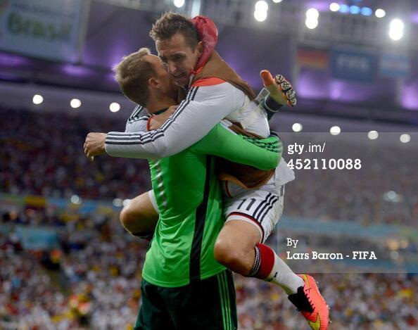 Manuel Neuer and Miroslav Klose celebrate on the final whistle! #GER #ARG http://t.co/FklRqgoT4i