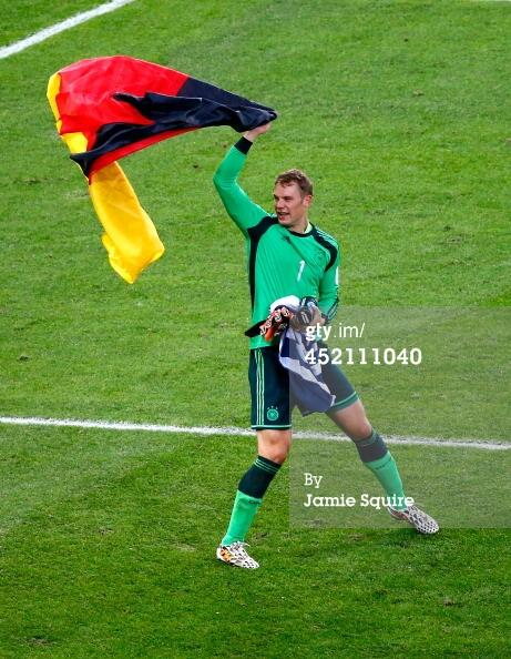 #ManuelNeuer of #GER takes home the #GoldenGlove. Plus, something else he will be given in a few more minutes. http://t.co/FyMbfJc3Fk