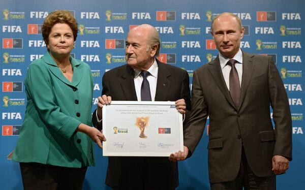 Россия приняла эстафету проведения чемпионата мира по футболу http://t.co/SEiDfrVEEi #ЧМ2018 http://t.co/H17VH6nlxI