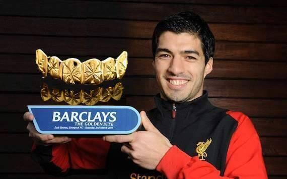 Congrats to Suarez on winning da #GoldenTeeth award.  Due to his carnivorous nature, he received his award backstage. http://t.co/Tehu0KpdXl