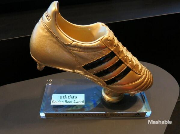 El trofeo de @jamesdrodriguez. (Via @mashable) http://t.co/i0khTmpavN