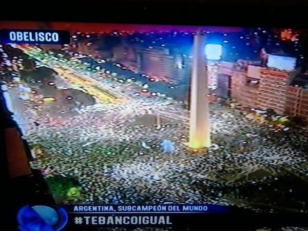 Brasil quemo sus calles nosotros las adornamos d.celeste y blanco #TeBancoIgual  Gracias Argentina
