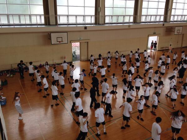 名古屋の堀越学園と言われている?!菊華高等学校にて、講義&ダンスレッスン♪約100名の生徒さん頑張ってくれました(^-^) 名古屋1泊の旅、ありがとうございました。 http://t.co/AnTql18y6D