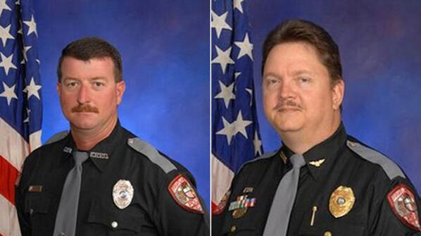 Two Florida police officers off the job after FBI reportedly links them to KKK http://t.co/C6psxBd8jr http://t.co/k5fTEqGrxI