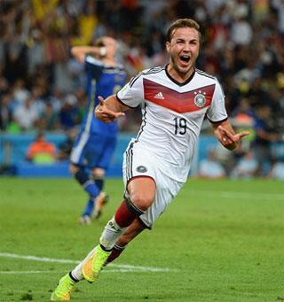 El joven alemán, de 22 años, Mario Goetze decidió el juego ayer entre Argentina y Alemania, en #Brasil Copa Mundial. http://t.co/1VDSZxTulF