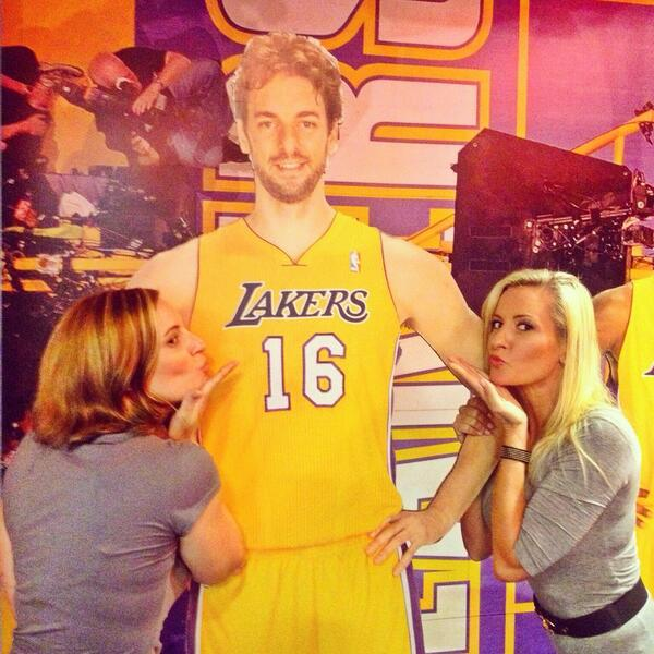Time to say goodbye...Myself & @AmandaCB79 aka Fat Betty kissing Pau Gasol goodbye! @espnla710 @VeniceMase #byepau http://t.co/VhJXnqmMZn
