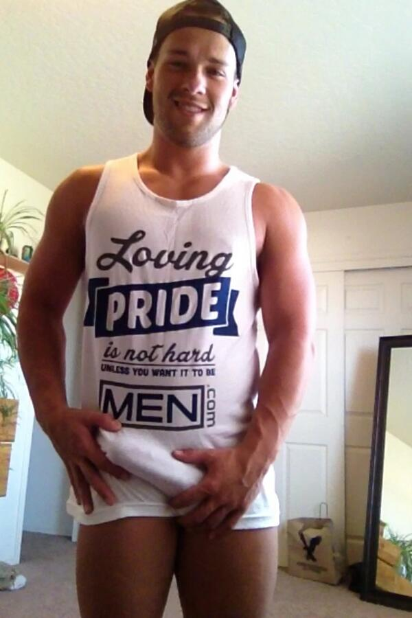 RT @LukeAdamsXXX: Hey if this pic get 50 RT's then I will post and ass and a dick pic! Thanks for the tank @Men http://t.co/El3X0QsGMY