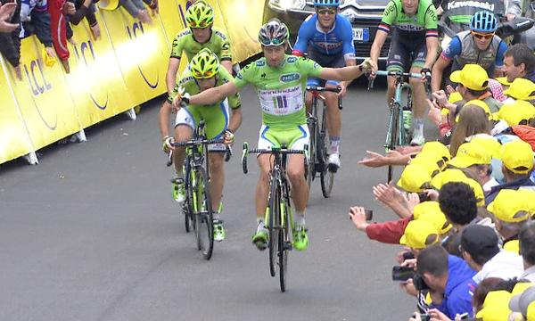 Sagan pulls a no hands wheelie... http://t.co/WWQT5Uo3r8