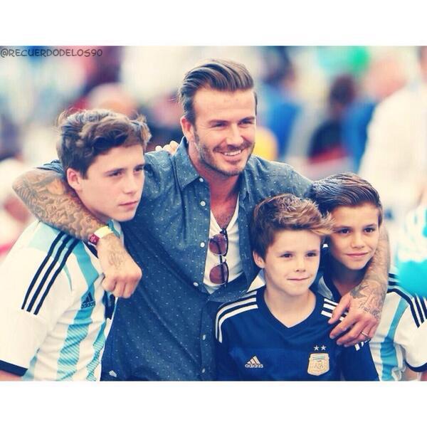 Beckham y sus hijos. Demasiada perfección en una foto. ���� http://t.co/ygy6sP0sl1