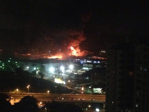Manuel Núñez®  (@ManuelNunezN): Incendio área Industrial detrás de Tagaropulos Vía Ricardo J. Alfaro http://t.co/huaNw1RQ62