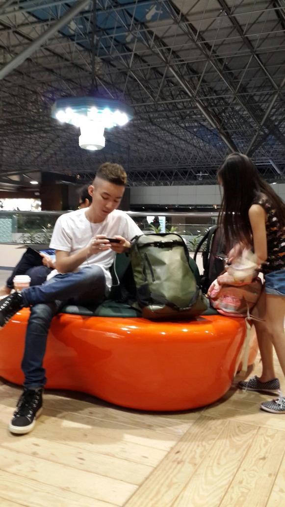 @Gavin_MJ lagi transit di Taipei,  Taiwan menuju ke Los Angeles http://t.co/G9p6mAoU7H