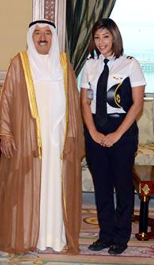 صاحب السمو أمير الكويت يستقبل كابتن طيار منيرة بوعركي أول فتاة  تحصل على شهادة طيران  #نساء_مميزات فخرنا#