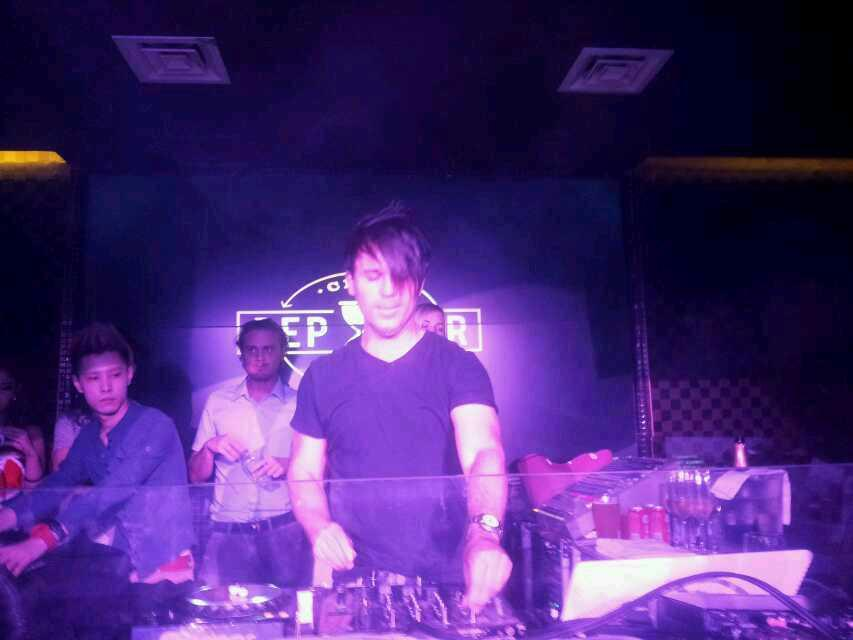 #TBT @BT live in Shenzhen pepperclub~Wonderful trance~ #Trancefamily #bt http://t.co/IEDC3oWKEF