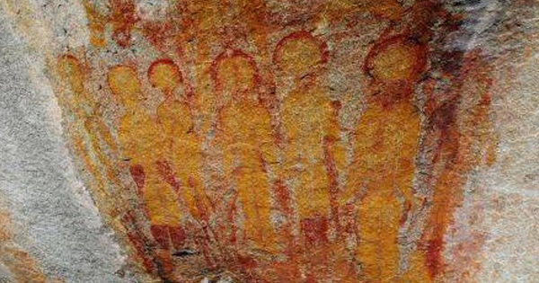 10,000 Year Old Rock Paintings Depicting Aliens And UFOs Found In Chhattisgarh, India http://t.co/KPX3gXHyxX http://t.co/unTBMI8EV7