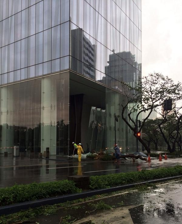 Oh, and the glass panels on the side of Zeullig building on the corner of Paseo & Makati Ave... came off. O_o http://t.co/0tj4YgXXZH