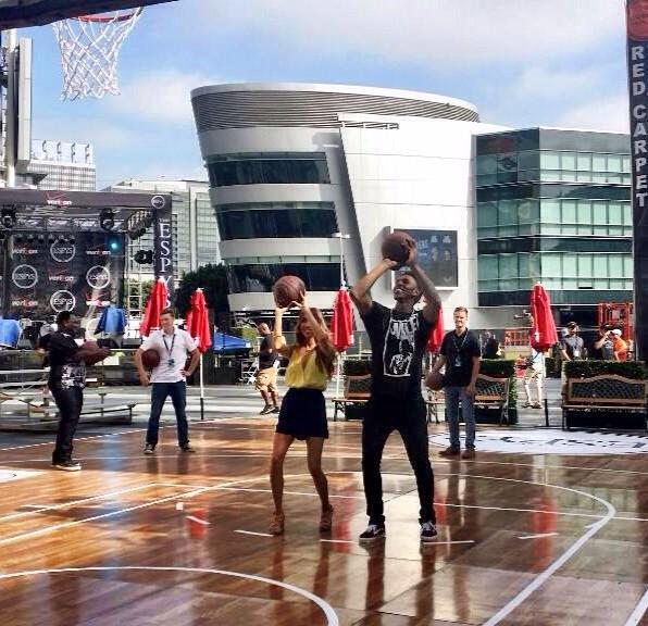 Warming up @ESPYS Experience w/ my co-host! @NickSwagyPYoung showin me some moves #espys #itsallinthewrist #igotgame http://t.co/h5k50d6ryV
