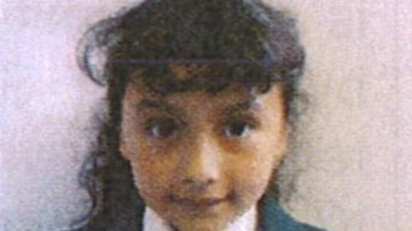 Eight-year-old girl goes missing in south London. Police appeal http://t.co/WNFZETbBAE http://t.co/LoDUn97MuM