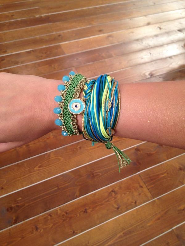 Katerina Kenourgiou (@katrinken): Κάντε RT και 5 τυχερές από εσάς θα κερδίσετε πέντε σετ από βραχιόλια @AMM_GR #KalokairiPantou @ALPHA_TV http://t.co/OTAHA0wme8