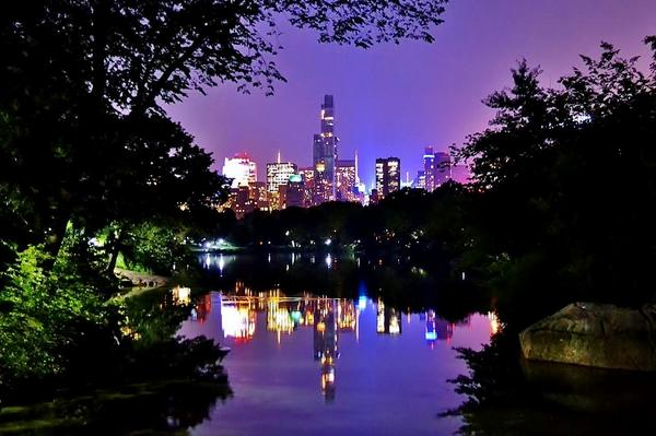 A beautiful picture of Central Park #NYC at night via @gigi_nyc http://t.co/Cg8wRDCp8E
