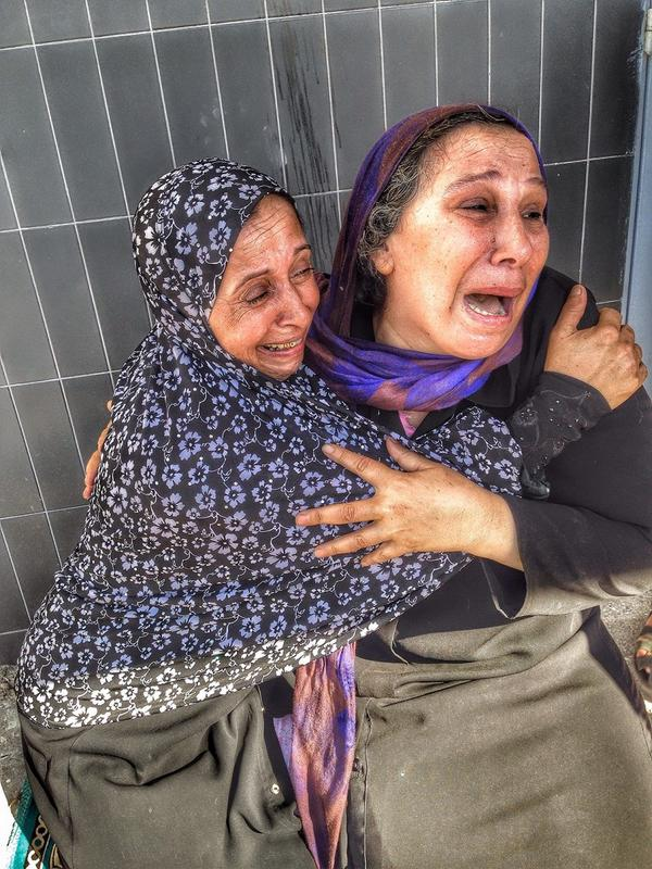 A #Palestinian mother reacts to the news that her son was one of 4 boys killed in Israeli shelling of #gaza seaport http://t.co/2LdGY5p9GU