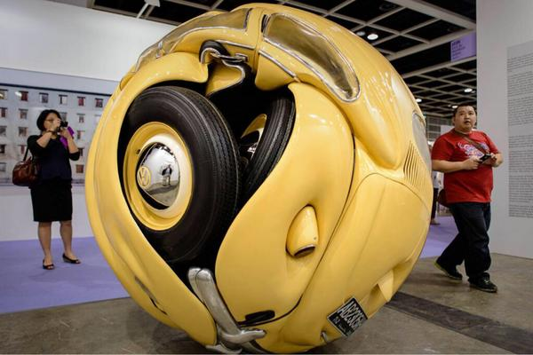 Incredible. Volkswagen Beetle compressed into ball by artist Ichwan Noor (via @zaibatsu) http://t.co/aO08ARC7MA