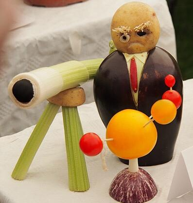 Sir Patrick Moore made out of veg!! http://t.co/r4tFkms724