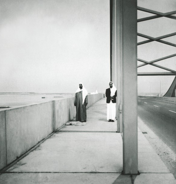 Sheikh Zayed praying on Maqta Bridge. More here http://t.co/qWilHwtAnc #RIP #الذكرى_العاشره_لرحيل_الشيخ_زايد http://t.co/Vsmh6FnNaL