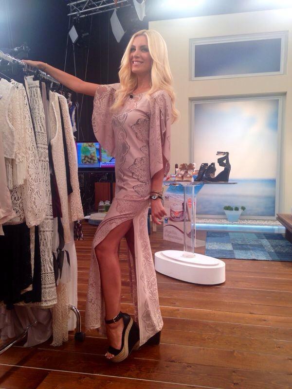 Katerina Kenourgiou (@katrinken): Κάντε RT και μια τυχερή από εσάς θα κερδίσει το φόρεμά μου! #KalokairiPantou @ALPHA_TV http://t.co/HfyM3Ybv1i