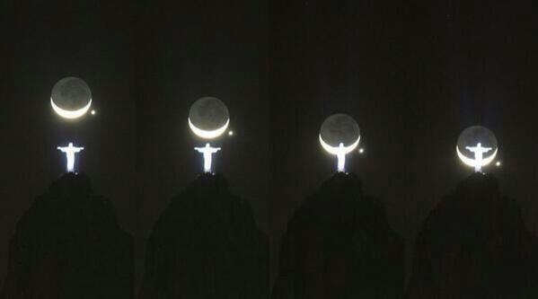 اتفرجوا على جمال الصوره دى .. تمثال المسيح مع القمر وهو هلال .. http://t.co/8aP6QfIQBU