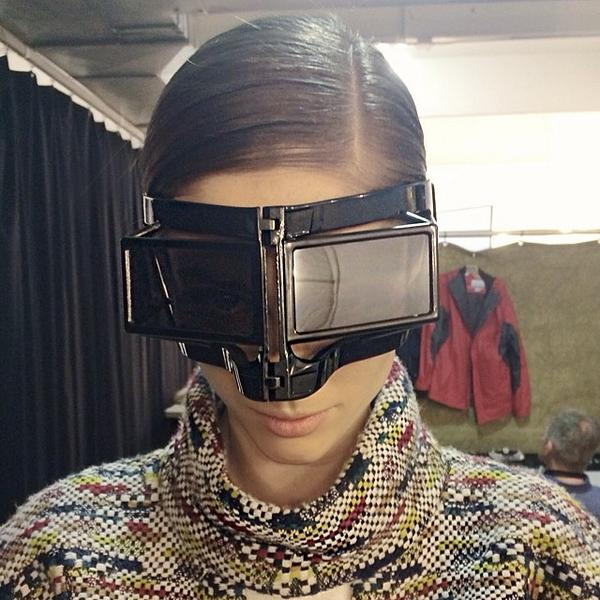 Fashion model @CocoRocha in the new @Ktz_Official by #LindaFarrow Gallery Face Mask #KTZ9 http://t.co/W33YcWmqYP