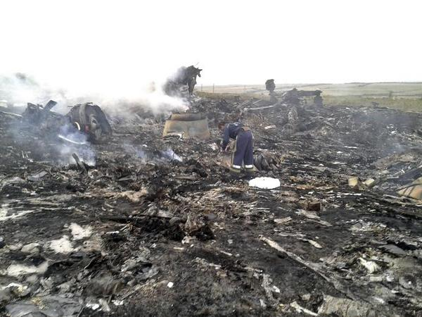Further pictures from the #MH17 crash site in  in Grabovo, #Ukraine #MH17 - @reuterspictures (GRAPHIC): http://t.co/4rc7Y4dBeN